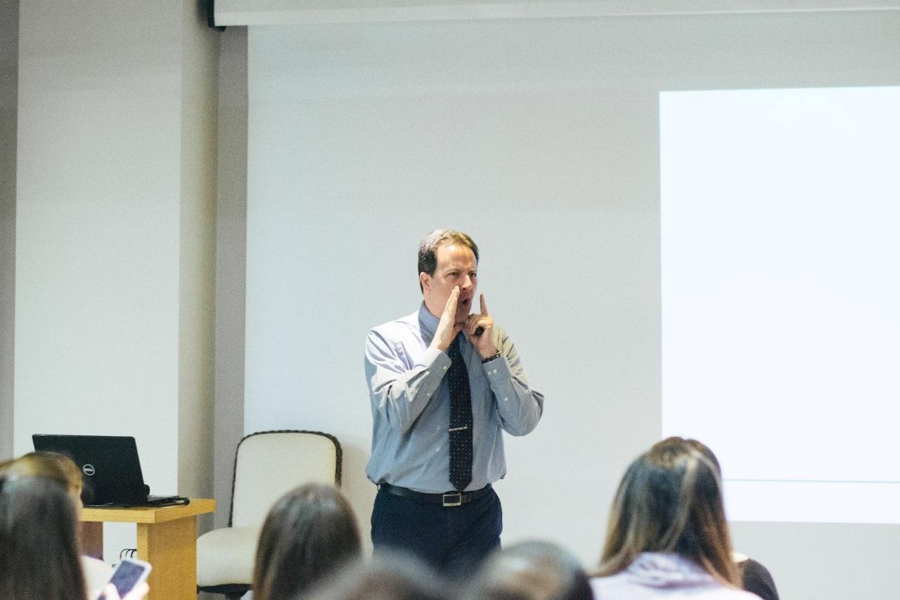 ТОП-5 порад: як подолати страх і триматися професійно на публіці