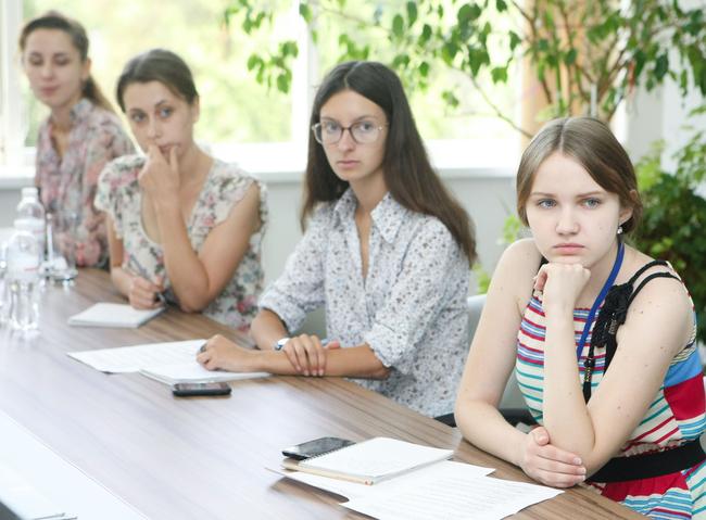 """Марія Геник та Наталія Безвозюк - студенти журфаку - стали учасницями літньої школи газети """"День"""""""